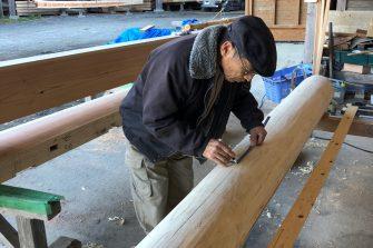 木材一本一本に、墨付け・手刻みしています